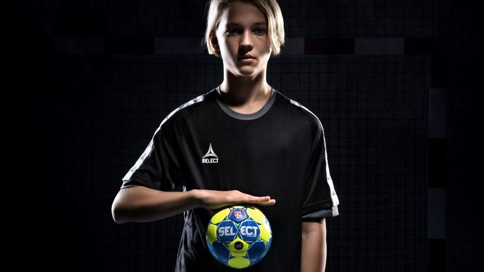 SELECT представляє перший у світі липкий м'яч