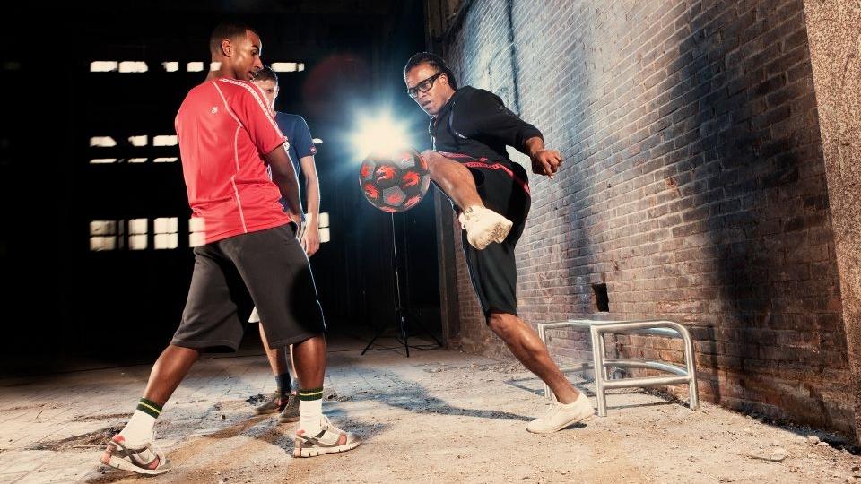 Компанія SELECT презентує м'ячі для вуличного футболу і футбольного фрістайлу - MONTA Freestyler і MONTA Street match