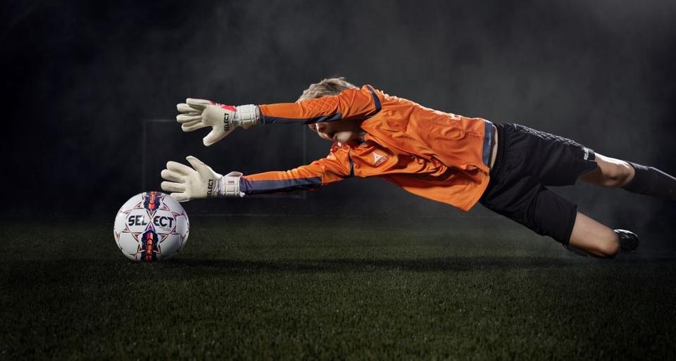 Матеріали. Більшість воротарських рукавичок виготовляються ... fbbe1e8ea3829